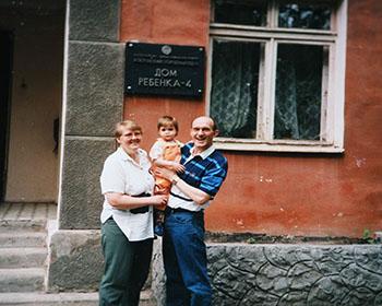 найти родственников. сестру, братьев и родителей в России стало возможно благодаря нашему агентству